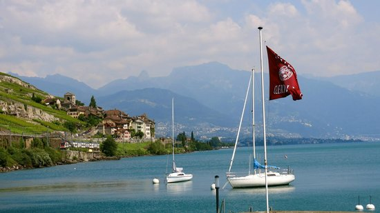 Chateau de Glerolles: located directly on Lac Leman