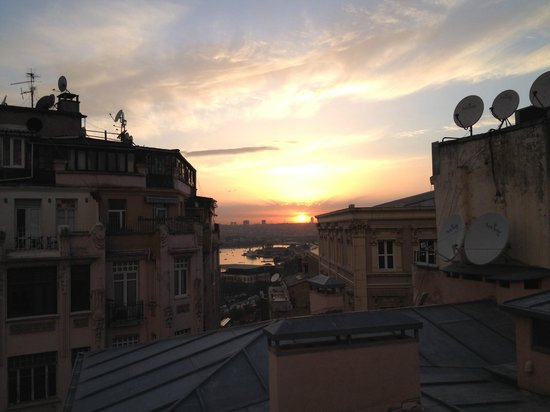Easy Home Istanbul: Sunset from Chic 6