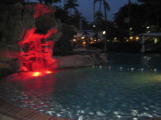 InterContinental San Juan: pool at night... color changes