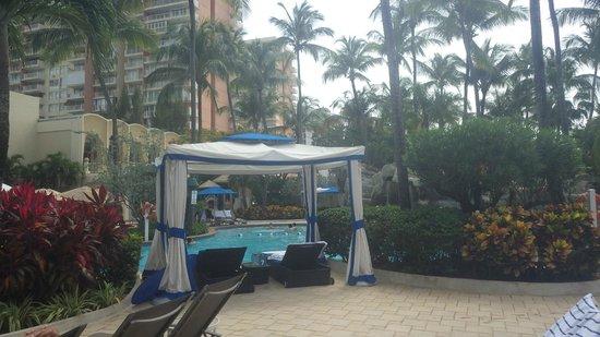 InterContinental San Juan: cabana pool area