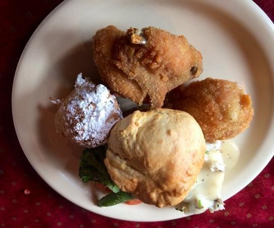 Dell Rhea's Chicken Basket: buffet