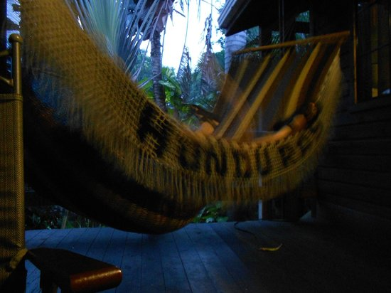 Mango Inn Resort: dusk on the deck