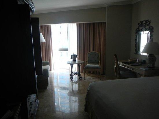Sandos Cancun Lifestyle Resort: bedroom