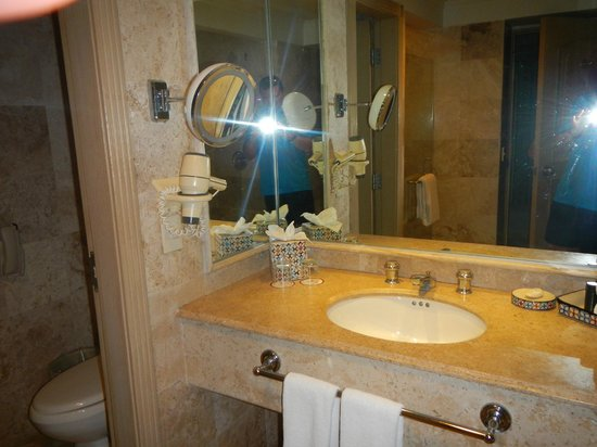 Sandos Cancun Luxury Resort: Non-suite bathroom