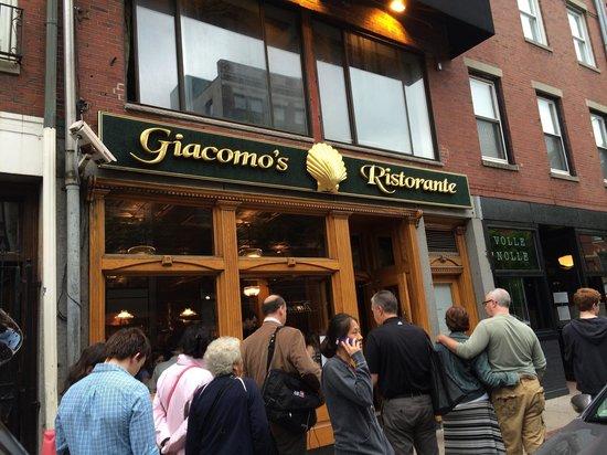 Giacomo's Restaurant: Fila como sempre mas que vale a pena!