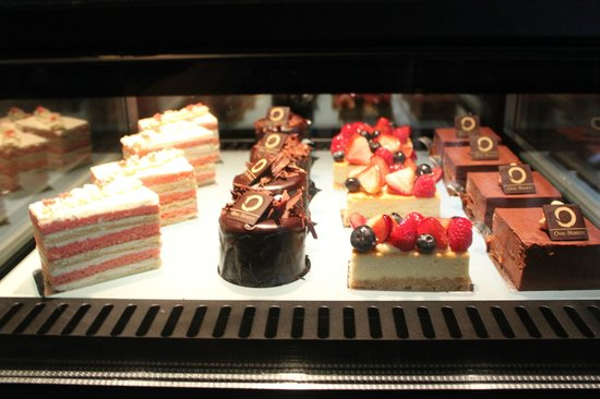 Four Seasons Hotel Singapore: Something sweet!