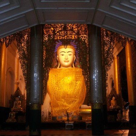 Shwedagon Pagoda: A giant Buddha statue