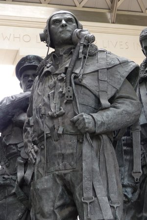 Bomber Command Memorial: Close up of the bomber crewman sculpture (2)