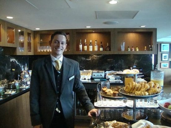 Fairmont Pacific Rim: Gold Lounge service is OUTSTANDING