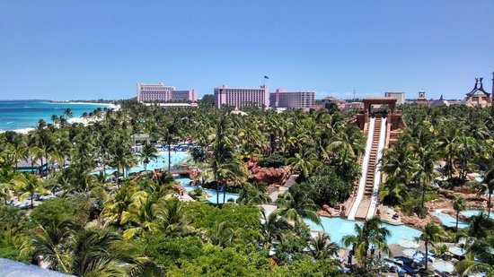 Atlantis, Coral Towers, Autograph Collection : Waterpark and Coral Towers in background