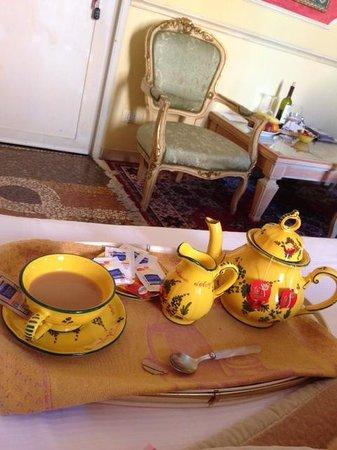 Antica Residenza d'Azeglio : Tea time!