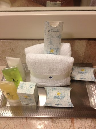 Iberostar Cancun: Toilettries, wich included a sewing kit and a cloth to shine shoes.