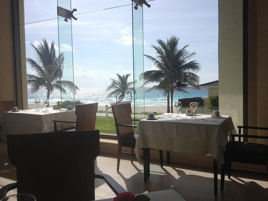 Iberostar Cancun: The main restaurant.