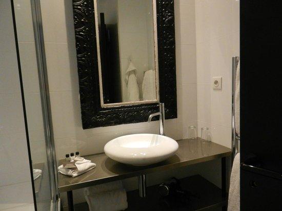 Hôtel Eugène en Ville : bathroom