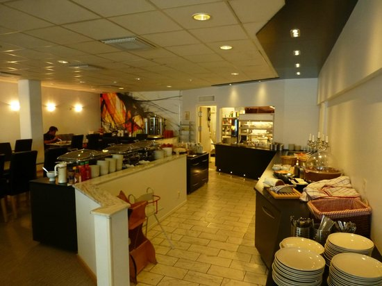 CITY HOTEL, Familjen Ericsson: breakfast room with buffet