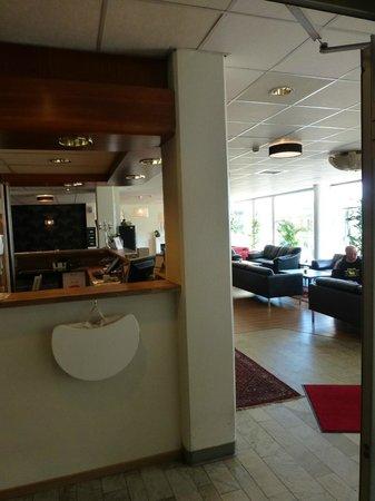 CITY HOTEL, Familjen Ericsson: hotel reception area