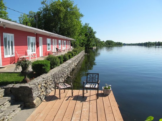 The Water's Edge Inn: There was this extra little deck with nicer chairs than the ones in front of each room