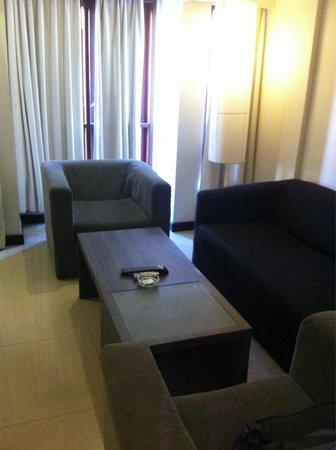 Casa Padma Hotel & Suites: Sofa area