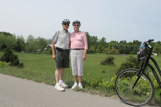 Grand Traverse Bike Tours : My wife and I on the Leelanau Trail with Suttons Bay Bikes