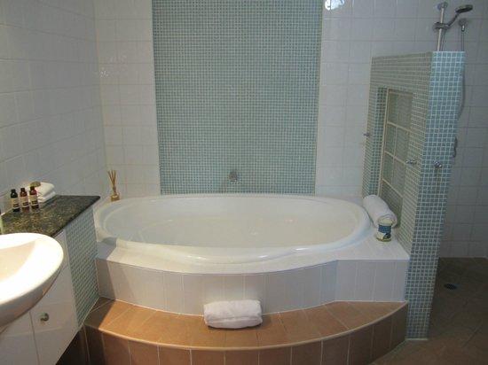 Peninsula Boutique Hotel: Bathroom