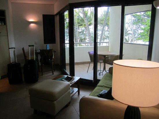 Peninsula Boutique Hotel: Living Area/Balcony