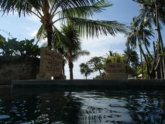 Qunci Villas Hotel : Smoke free pool deck