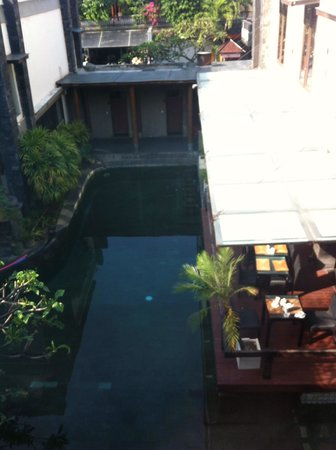 Casa Padma Hotel & Suites: Room view. That's the pool next to Restuarant.