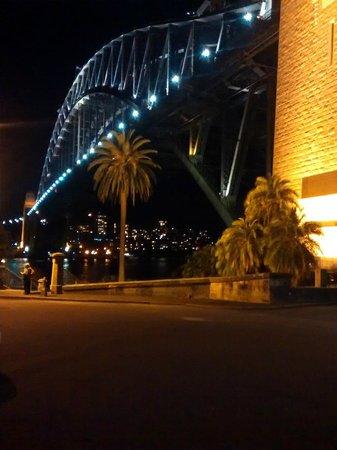 Puente de la bahía de Sídney: Night out along the harbor bridge