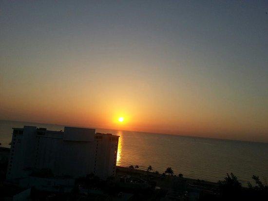 Fort Lauderdale Beach Resort : Sunrise!!