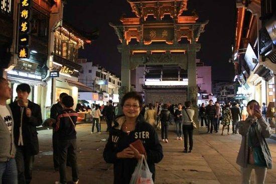 Shopping area around Tunxi Lodge Hotel