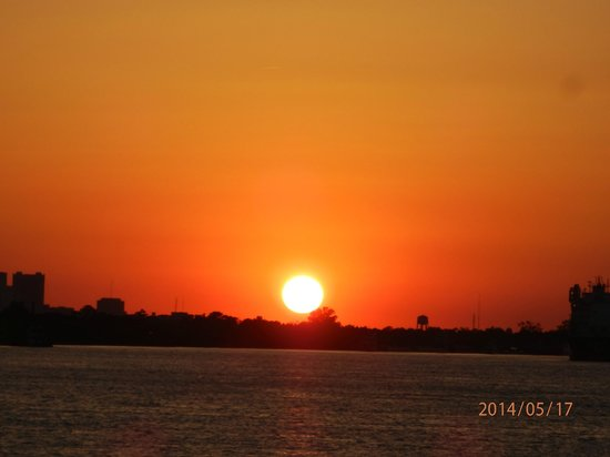 Doubletree by Hilton Hotel New Orleans: Sunset over New Orleans from the Paddle boat