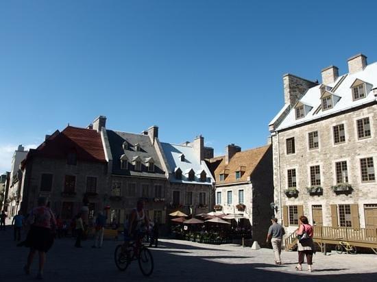 Old Quebec: une place du vieux québec