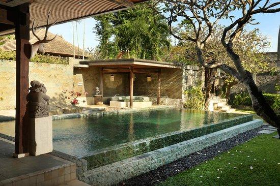Alindra Villa: Pool villa exterior