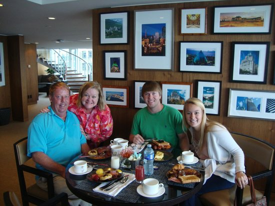 Fairmont Pacific Rim: Breakfast in the Gold Lounge