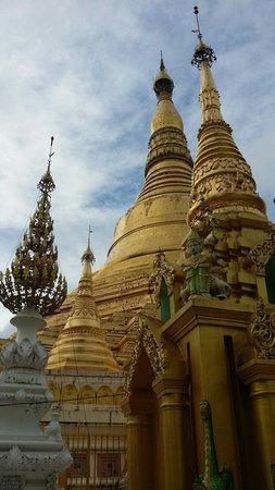 Shwedagon Pagoda: Main pagoda