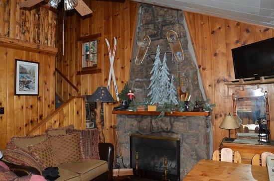 Pine Haven Resort: Living area.