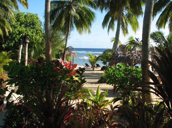 Manuia Beach Resort: View of Resort Gardens and Beach - Stunning