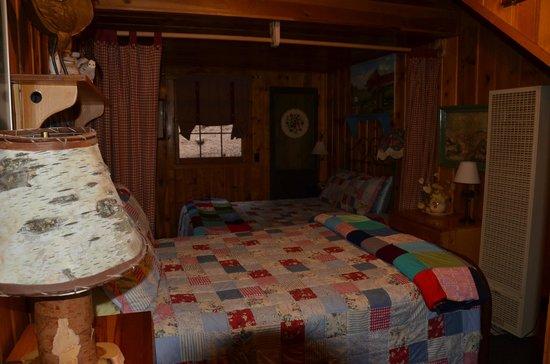 Pine Haven Resort : Downstairs bedroom