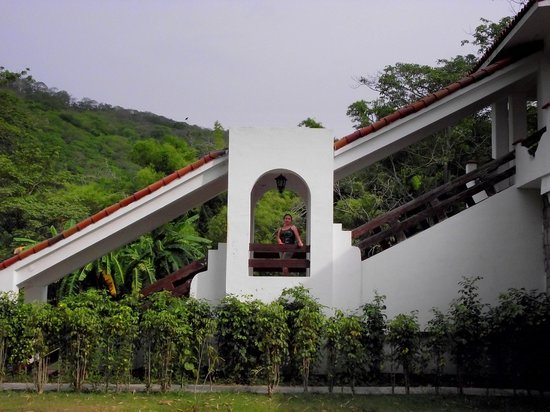 Hotel Spa Taninul : Escalera con salida a los jardines