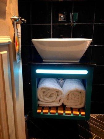 Hotel Indigo London Kensington: Wash basin