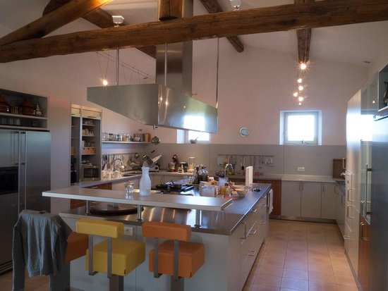 Le Mas del Sol : Kitchen off the Dining Room