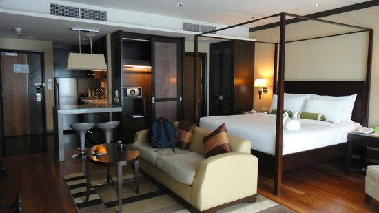 MiCasa All Suite Hotel : An almost full view of the room XD