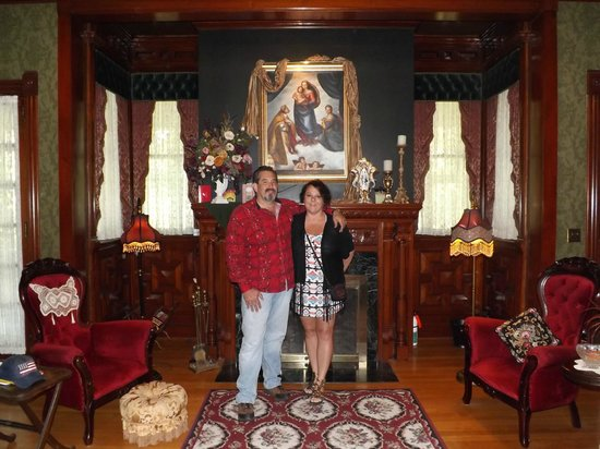 Alexander Mansion Bed & Breakfast: Restoration is unbelievable