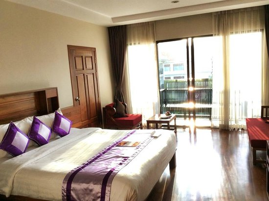 Angkor Miracle Resort & Spa: Lovely comfort bed in Premier Deluxe Room