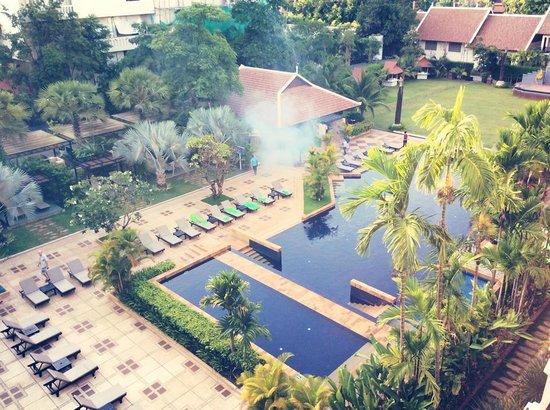 Angkor Miracle Resort & Spa: Huge swimming pool