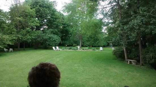 Alexander Mansion Bed & Breakfast: Awesome grounds