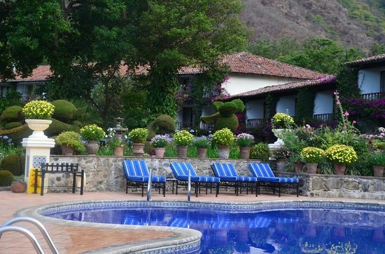 Hotel Atitlan: Pool area