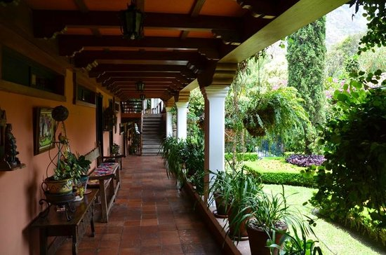 Hotel Atitlan: Rooms and gardens