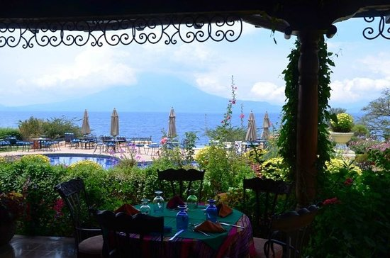 Hotel Atitlan: View of lake and volcanoes from restaurant