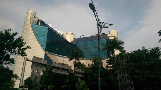 Gran Melia Jakarta: Street View of Gran Melia